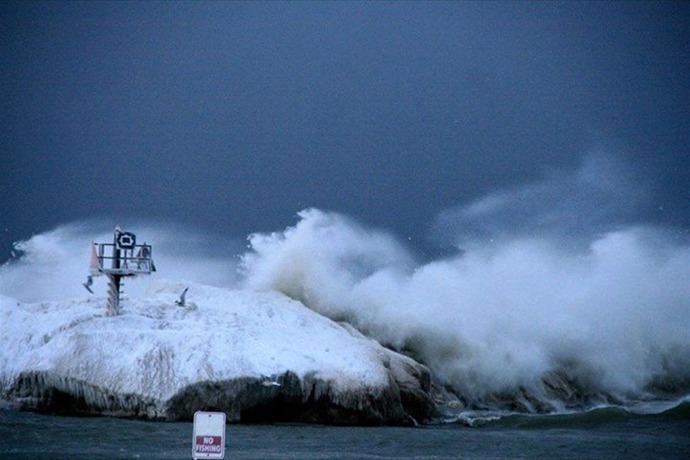 Lake Ontario waves_-2612518908397338075