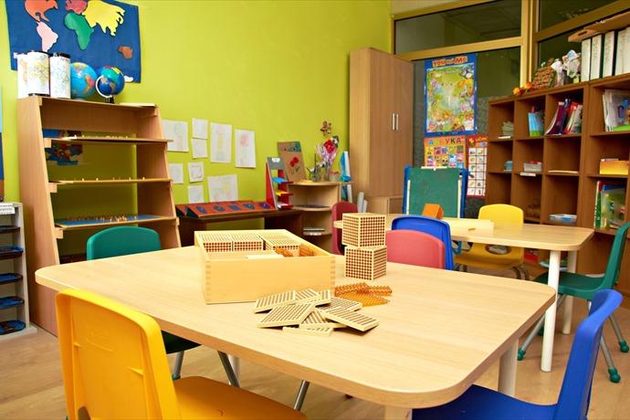 kindergarten classroom school preschool teacher desk interior toy educational chair photo green educate boy red easel yellow par_6323715507196874690