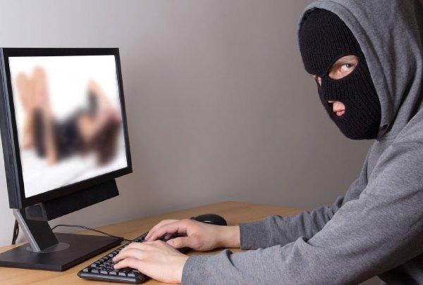 hacker-voyer-spy-peep_1484932079213.jpg