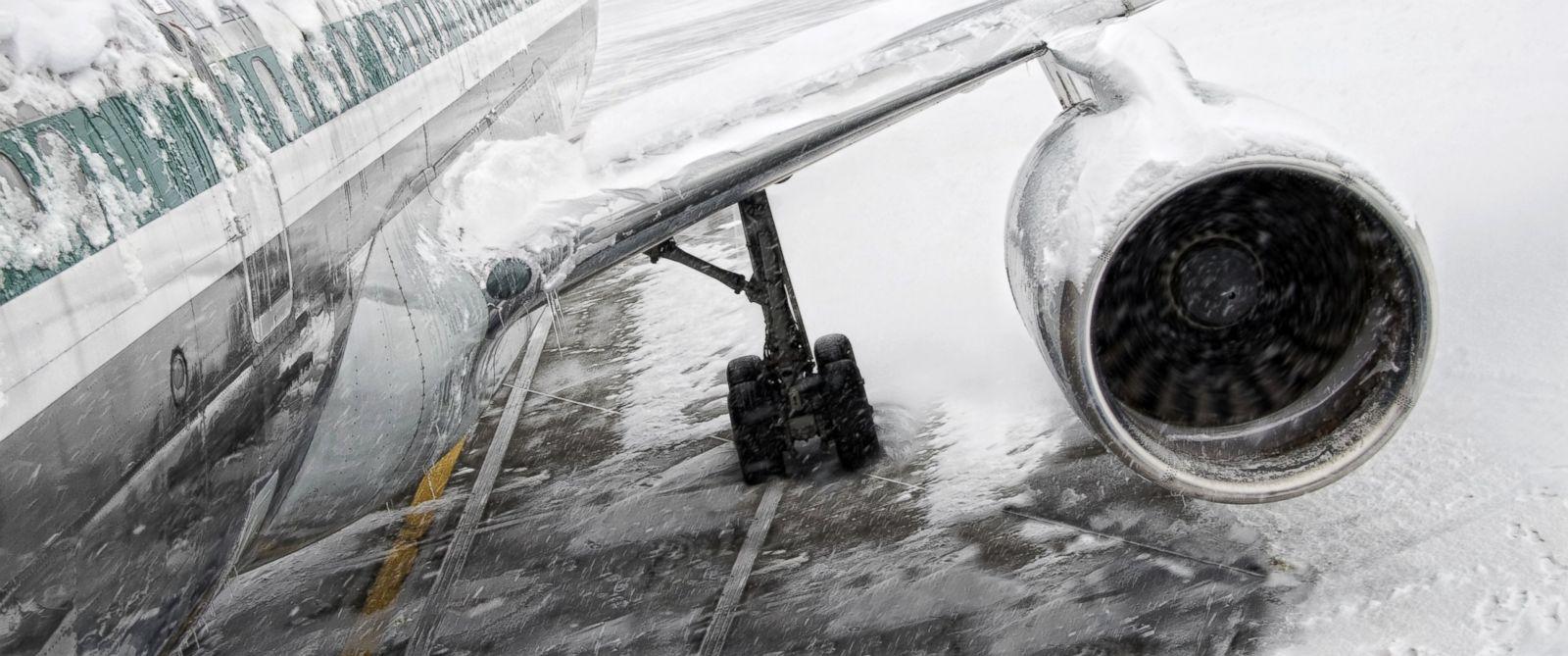 GTY_plane_snow_jef_160122_12x5_1600_1486646742046.jpg