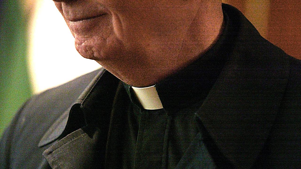 Priest%20collar_1486362563989_192067_ver1_20170206064102-159532