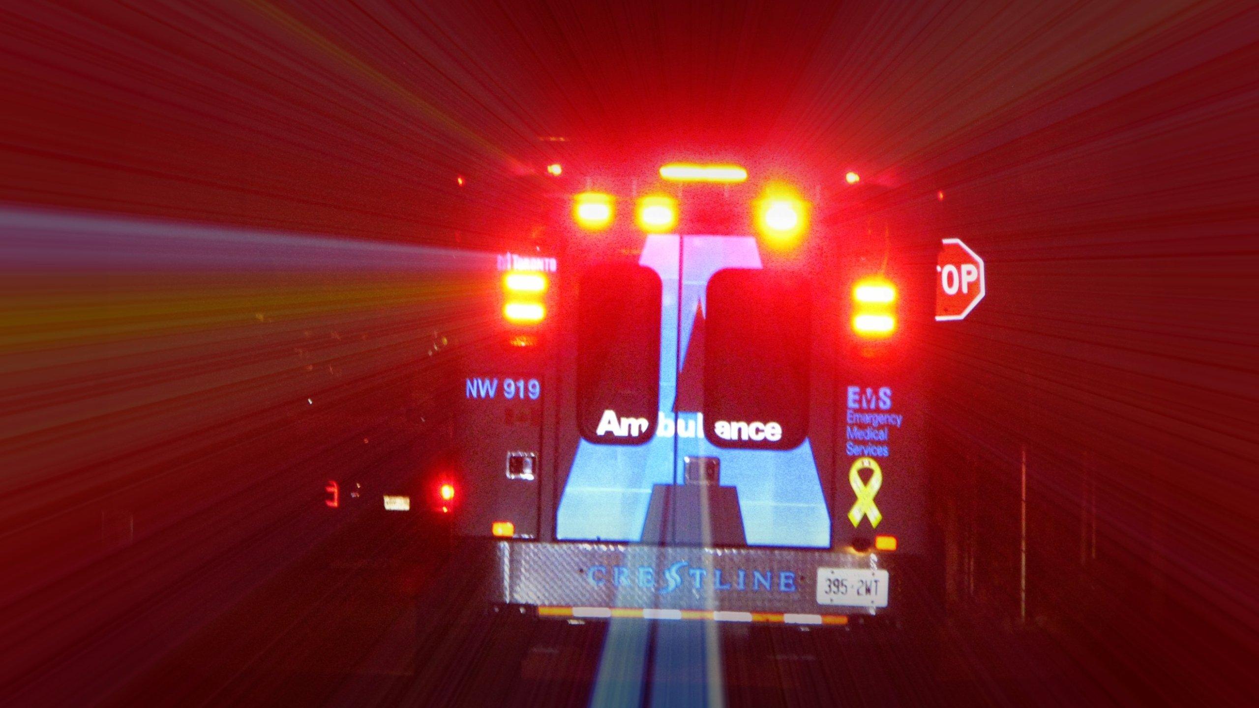 Ambulance_Toronto_March_2010_(1)_1504790149722.jpg