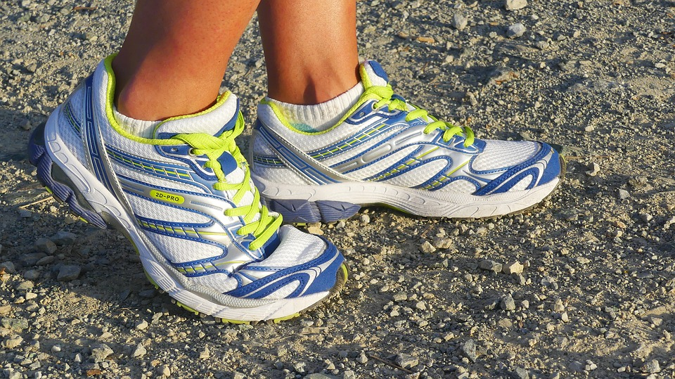 running-shoes-2661558_960_720_1556199928861.jpg