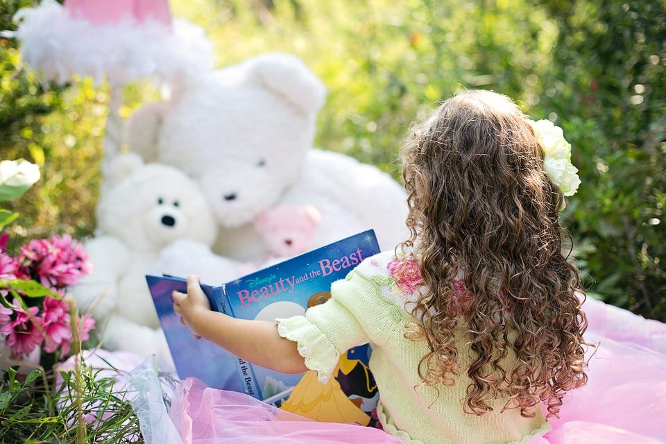 little-girl-reading-912380_960_720_1556820744211.jpg