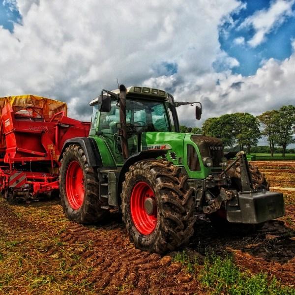 tractor-385681_1280_1558707098568.jpg
