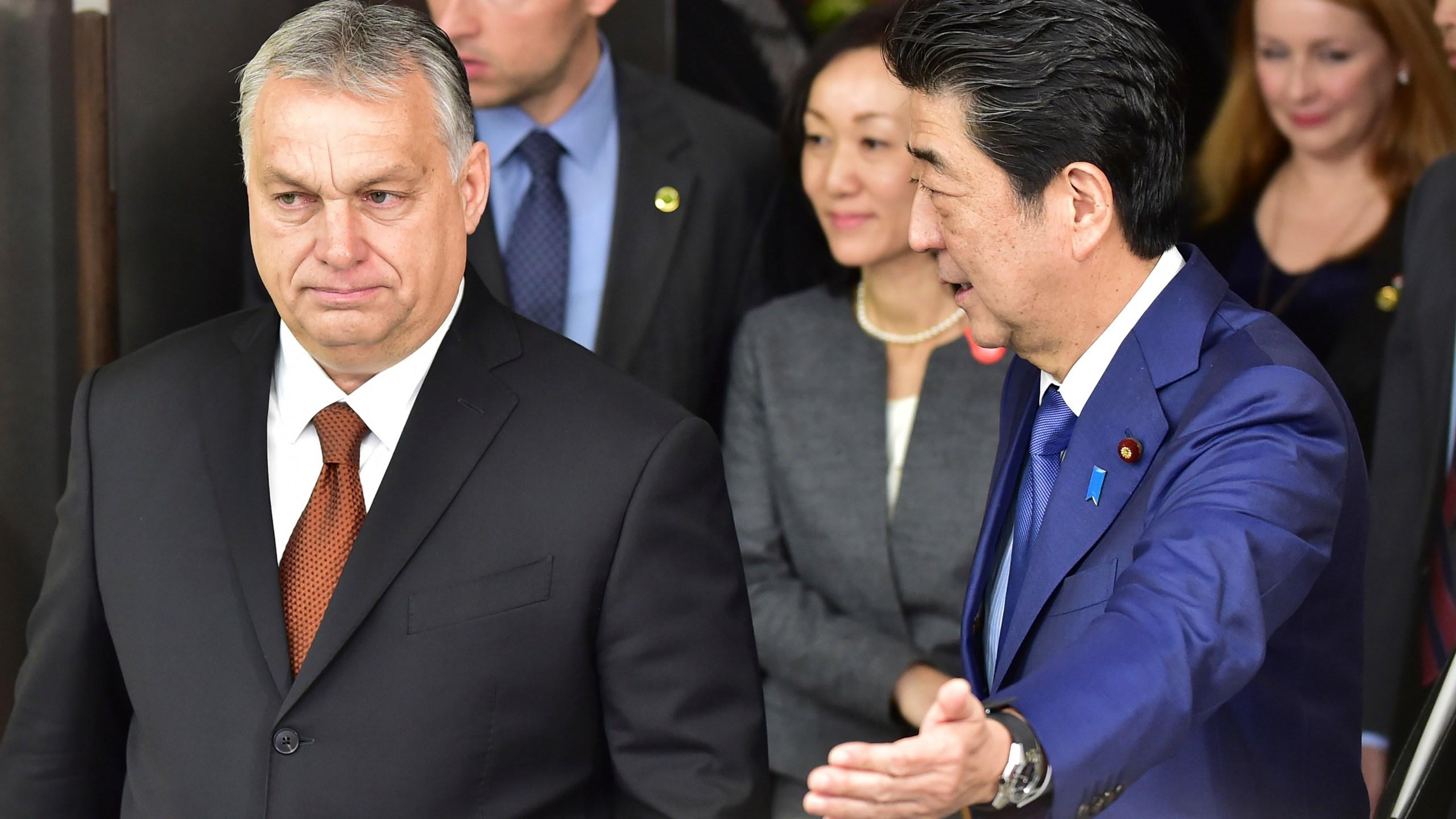 Shinzo Abe, Viktor Orban