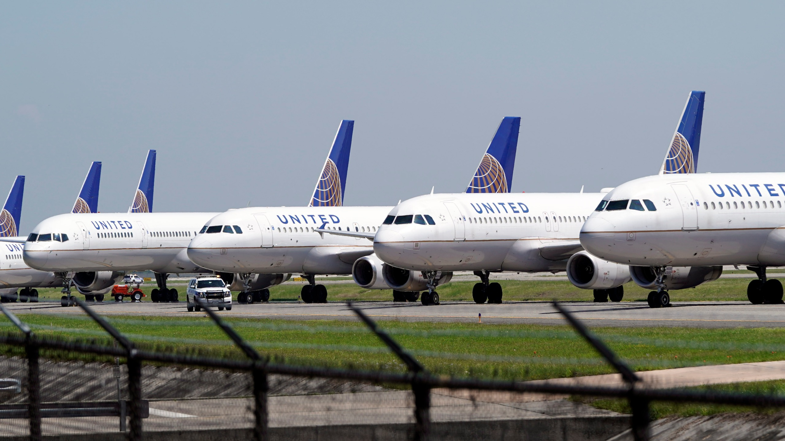 United Airelines planes
