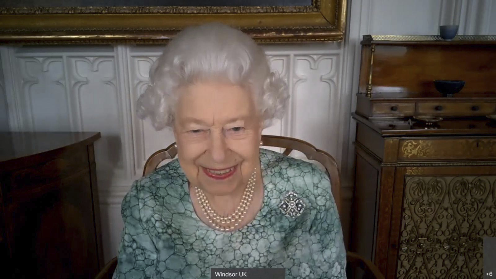 - a11273369f8d492984f2bcaafea04ae4 - Queen tells kids studying space of meeting Soviet cosmonaut | WWTI